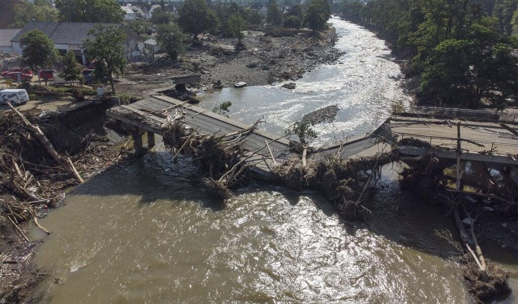 I delstaten Rheinland-Pfalz er en bro kollapset efter det voldsomme vejr, der har kostet mindst 184 menneskeliv. Skybruddene i Tyskland og Belgien har forårsaget oversvømmelser, der har ødelagt veje, ejendomme, tvunget folk til at evakuere deres hjem og kostet menneskeliv. (Arkivfoto)  (Boris Roessler/Ritzau Scanpix)