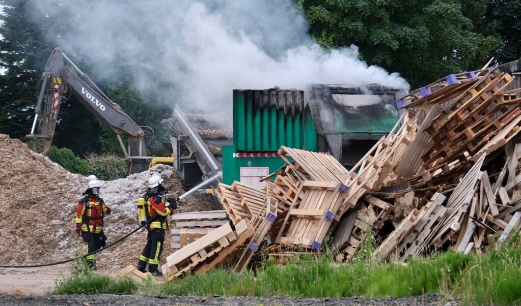 Der var betydelig risiko for, at ilden skulle brede sig til de mange træpaller på grunden.   (Sebastian Iwersen                                                                                                                                                                                                                                              )