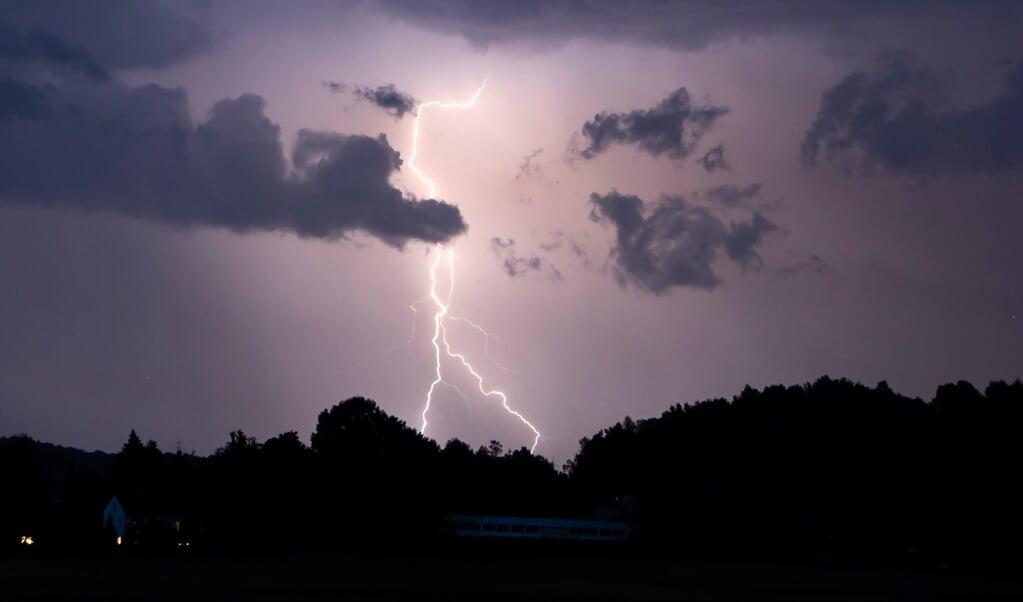 In Flensburg hat der Blitz im vergangenen Jahr so oft eingeschlagen wie in keiner anderen Stadt in Schleswig-Holstein.  ( Tobias Hartl, dpa)