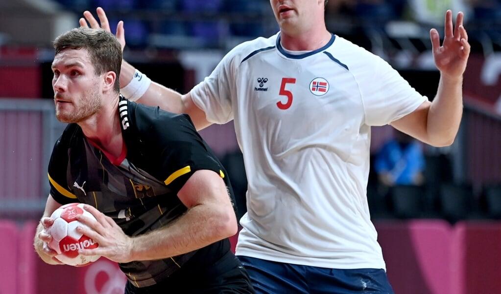 Johannes Golla zeigte mit Deutschland gegen Norwegen um Superstar Sander Sagosen die bislang beste Turnierleistung.  ( Swen Pförtner/dpa)