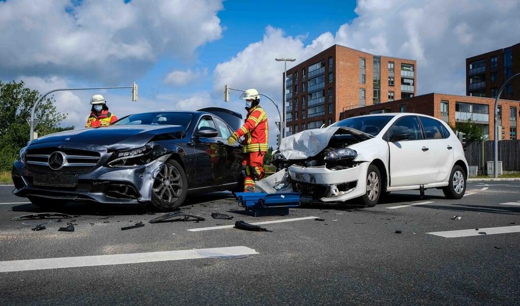 Begge biler måtte slæbes væk fra ulykkesstedet.   (Heiko Thomsen)