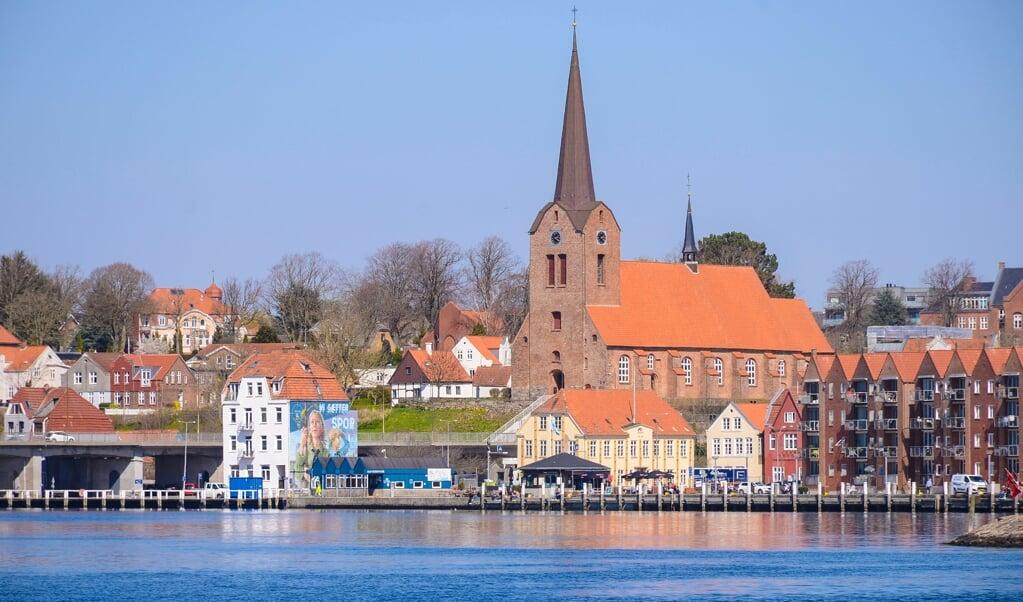 Skiftet fra plattysk til højtysk kom tidligere i Sønderborg end i Tønder. Her har det formentlig spillet en rolle, at Sønderborg var en residensby for hertugerne, og ved hertugerne hof blev der tidligt talt højtysk. I Mariekirken (billedet) blev kirkebøgerne ført på plattysk frem til 1642.   (Hans Christian Davidsen)