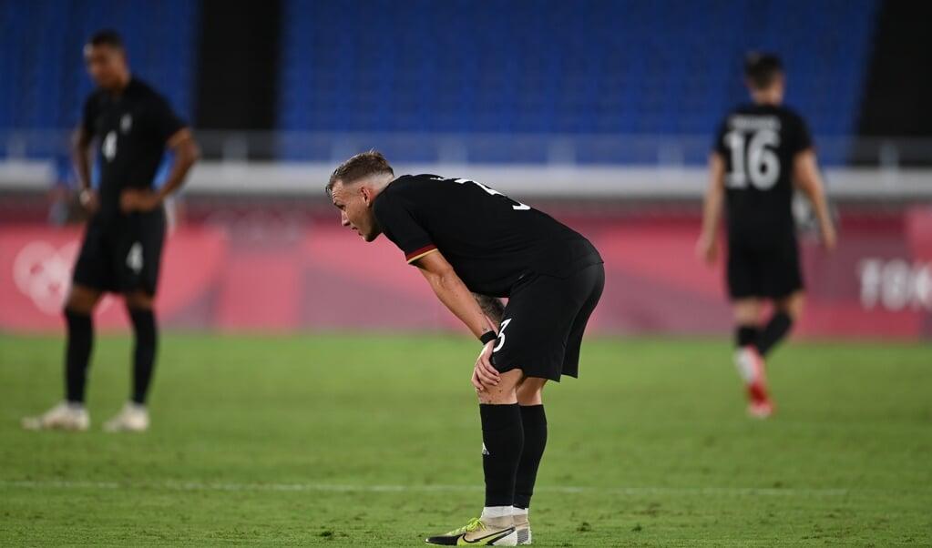 Die deutsche Mannschaft hat den Start ins Olympische Fußballturnier in den Sand gesetzt.  ( dpa)