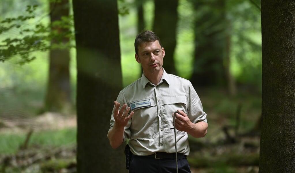 »Wir bauen den Wald um«, erklärte Udo Harriehausen von den Landesforsten. Ein Bestandteil ist dabei das Habitatbaum-Konzept, bei dem 80.000 »Dinos« unter Schutz gestellt werden. Fotos:  (Martin Ziemer)