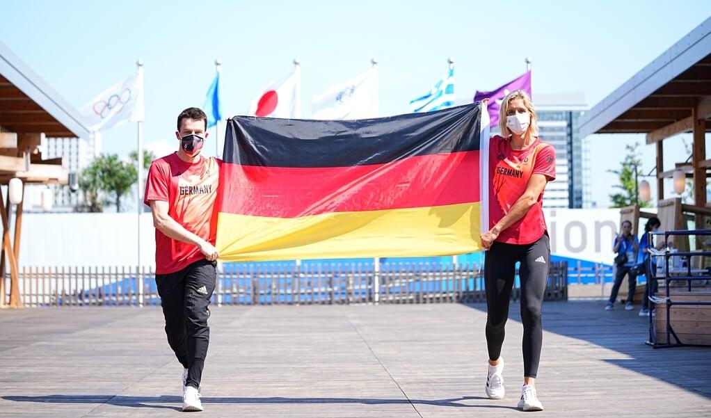 Wasserspringer Patrick Hausding (l.) und Beachvolleyballspielerin Laura Ludwig werden das Fahnenträger-Duo Deutschlands bei der Eröffnungsfeier der Olympischen Spiele.  ( dpa)