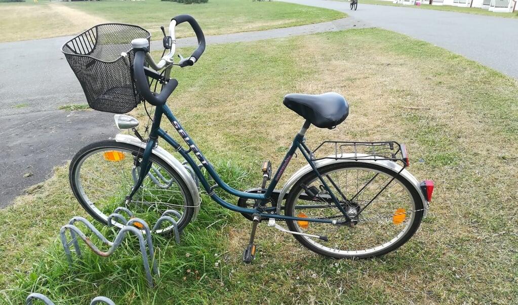 Nær stranden fandt politiet denne damecykel og flere beklædningsgenstande.   (Polizeidirektion Flensburg.)