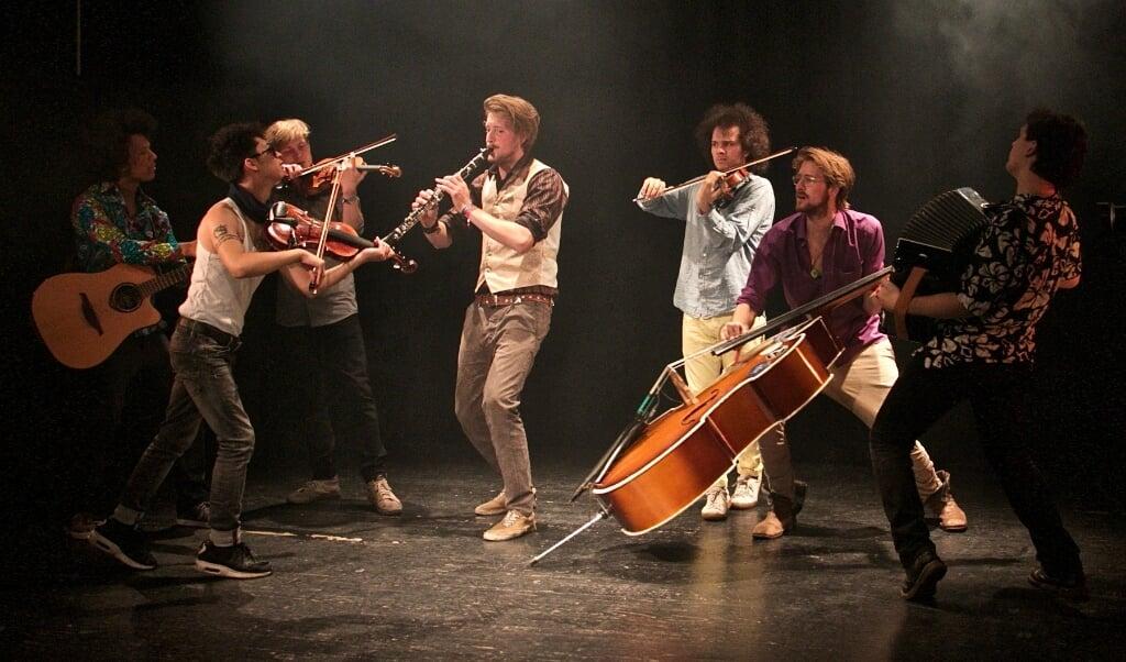 Die achtköpfige Band »HeptaPolka« spielt Nordic Sounds und Balkanmusik.   (Korbinian Waßmuth)