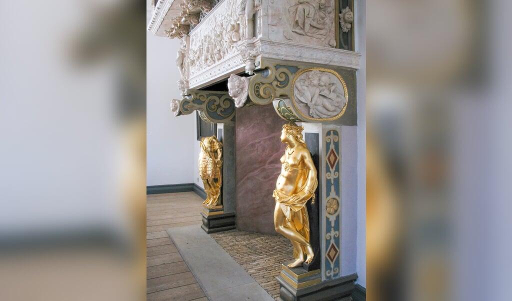 Der Prachtkamin des Rittersaals befindet sich seit 1919 in Berlin, Bode-Museum. Im Husumer Schloss steht seit 1992 eine Kopie.   (Museumsverbund Nordfriesland)