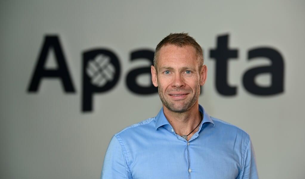 Apacta-chef Anders K. Risager er flyttet ind med syv medarbejdere på Schiffbrücke 66 med udsigt over Flensborg Havn.    (Martin Ziemer)