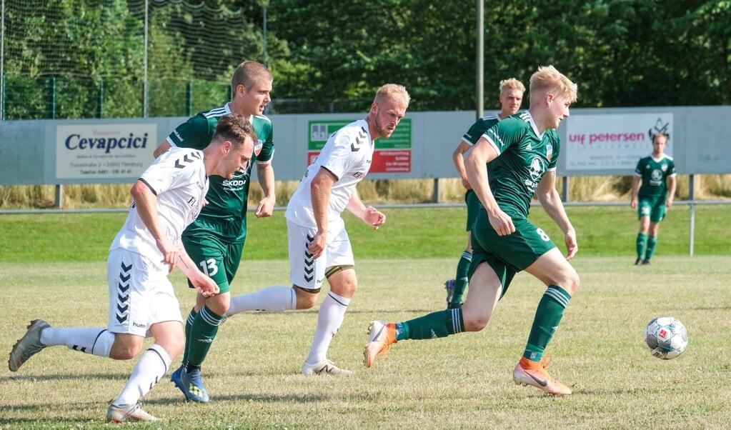 Det hårde træning kunne mærkes hos IF Stjernen Flensborgs Landesligahold (i hvidt).  ( Sven Geissler)