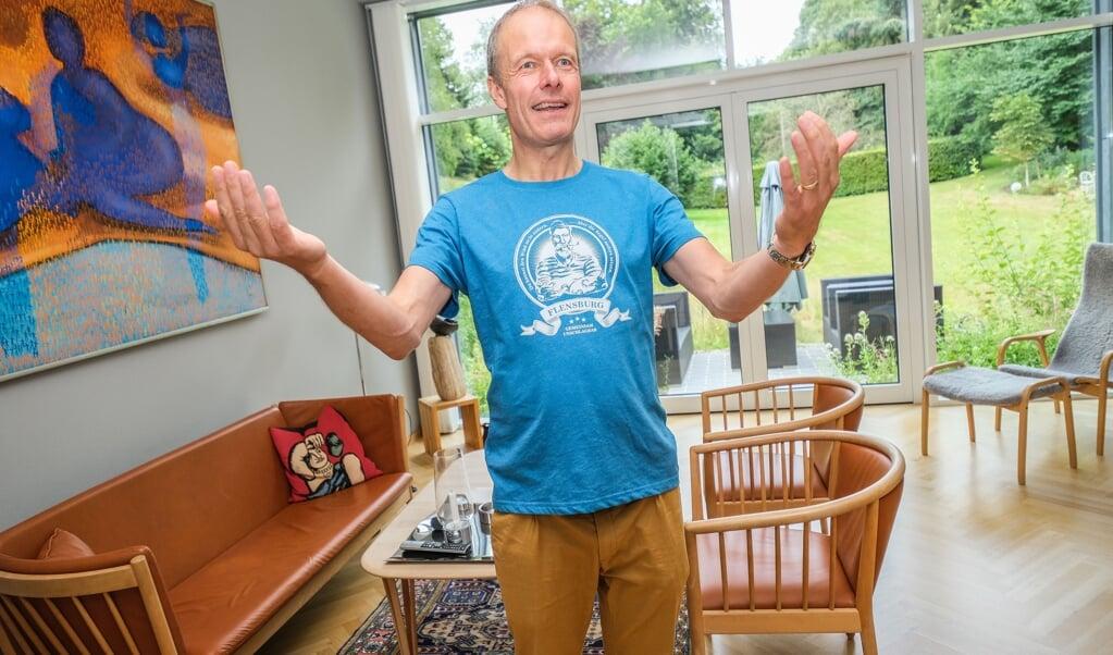 Efter små tre års renovering er det en ovenud tilfreds husejer, Torben Jung Laursen, der beretter om, hvordan alting er gået op i en højere enhed. Samarbejdet med myndigheder og håndværkere har været eksemplarisk, siger han.   (Sven Geißler)
