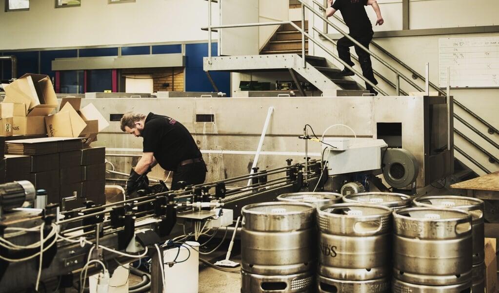 Interessen for alkoholfri øl er steget de seneste år, melder flere supermarkeder, og Coop henviser til et større og bedre udvalg af varer. Her ses Bryggeriet Skands i Brøndbyøster, der i 2018 føjede en alkoholfri øl til sortimentet. Arkivfoto:  (Anne Bæk, Ritzau Scanpix)