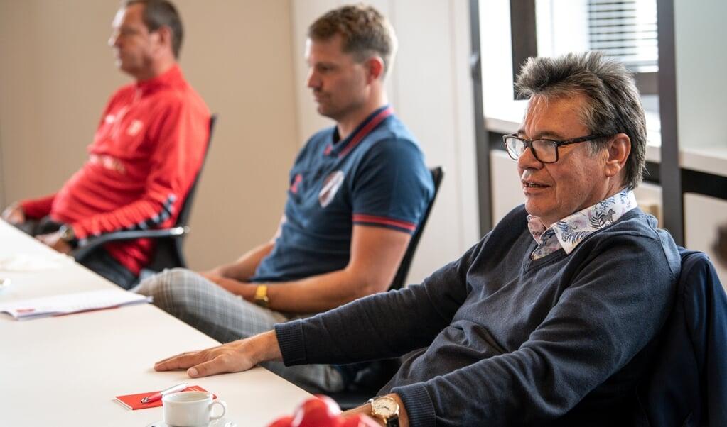Harald Uhr, Christian Jürgensen und Thomas Seeliger (v.r.n.l.) bestimmen weitestgehend bei den Regionalligafußballern des SC Weiche Flensburg 08 die Geschicke.  ( Martin Ziemer)