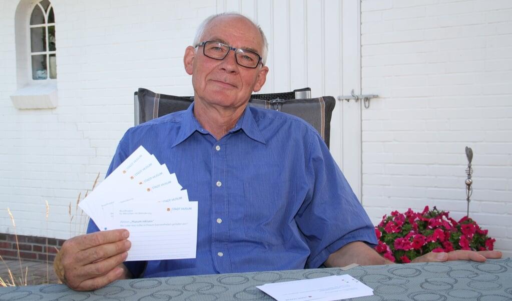 Der Behinderten-Beauftragte der Stadt Husum, Erich Jacobsen, möchte die Barrierefreiheit in Husum durch eine Postkarten-Aktion verbessern.   (Gerrit Eggers, Stadt Husum)