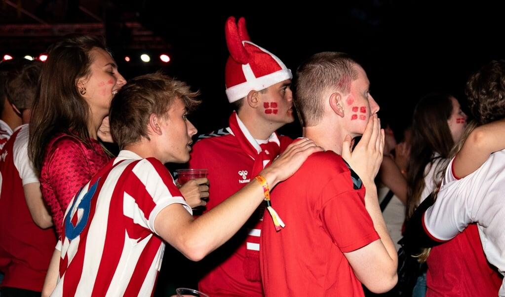Eventyret er forbi, måtte man konstatere hos de fans, der så semifinalen mellem Danmark og England på storskærm i Kildeparken i Aalborg, onsdag.   (Henning Bagger/Ritzau Scanpix)