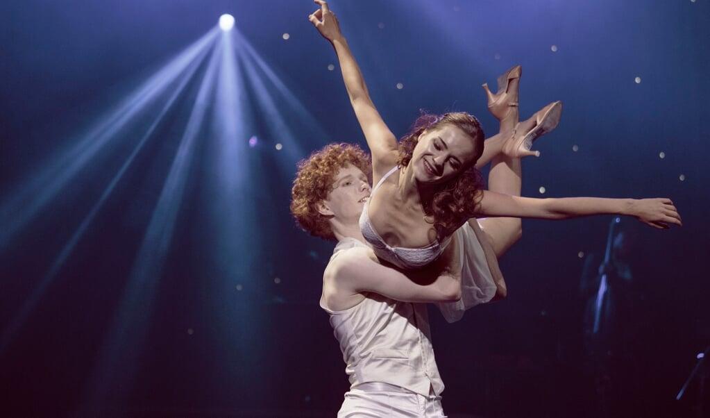 En scene fra Det Kongelige Teaters ballet »Come Fly Away«, der var på plakaten i den foregående sæson.   (Camilla Winther)