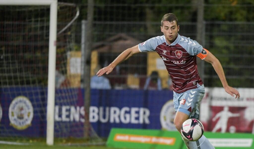 In der ersten Runde des DFB-Pokals triff Torge Paetow, Kapitän des SC Weiche Flensburg 08, auf seinen besten Freund, Hauke Wahl.  (Archivfoto)