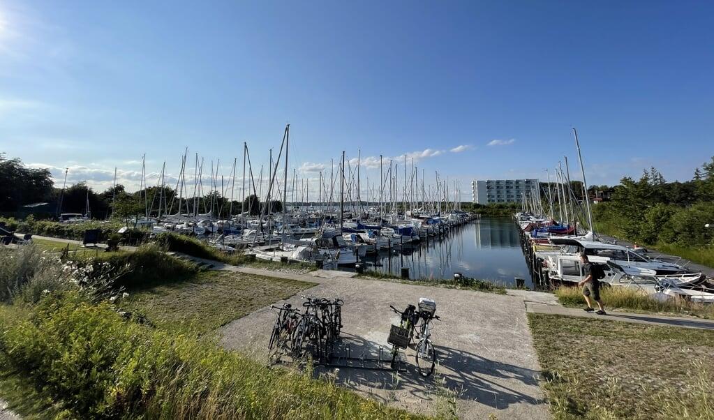 Havnen i Skovsende er godt belagt for tiden på de i alt 168 pladser. Det er ved havneåbningen, at man gerne vil have flere pladser, og mod venstre side vil man gerne bygge multifunktionshus samt havnemesterlejlighed.  ( Jade Wittenkamp)