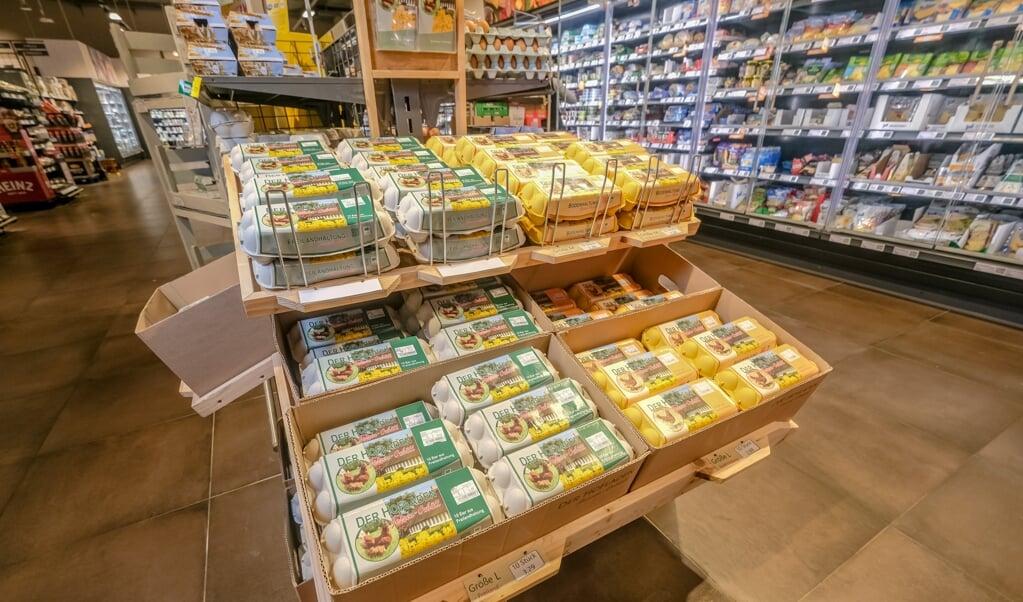 Der kan være dyrevelfærd til forskel på de dyre og de billigste æg, mener købmand Jan-Peter Hansen, REWE.  (Sebastian Iwersen)