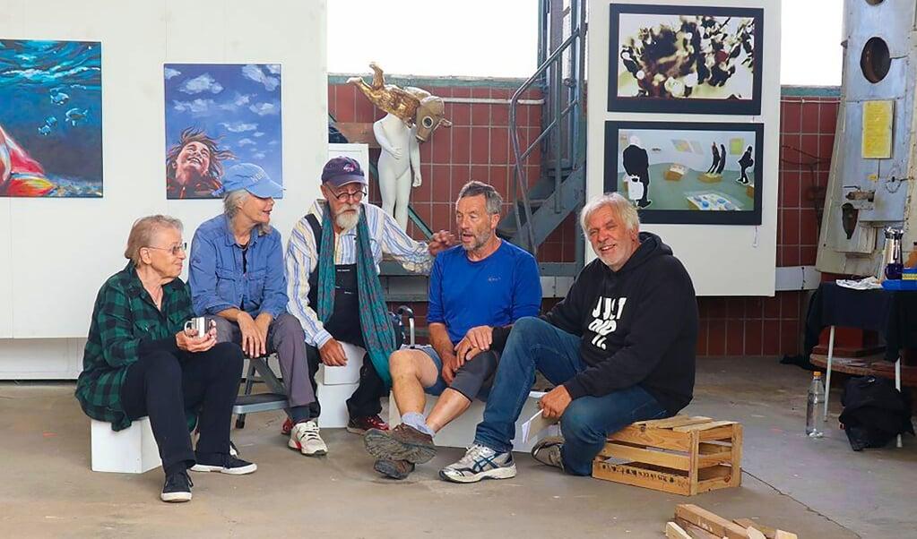 Nach der Ausstellung 20x20plus haben sich auch in diesem Jahr Kunstschaffende aus der Grenzregion zusammengetan. Von rechts nach links: Dietmar Wagner, Flemming Jensen, Tonni Museth, Gro Sveen und Gudrun Adrion.  (Privatfoto)