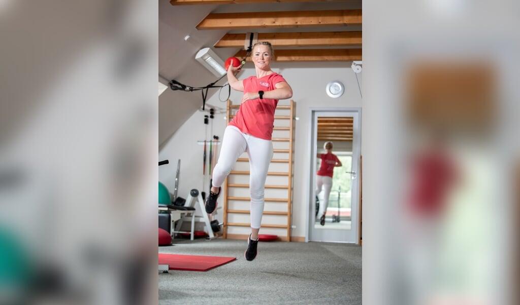 Bei Ronja Lauf geht die Arbeit als Physiotherapeutin Hand in Hand mit mit dem Handball.  ( Kira Kutscher)