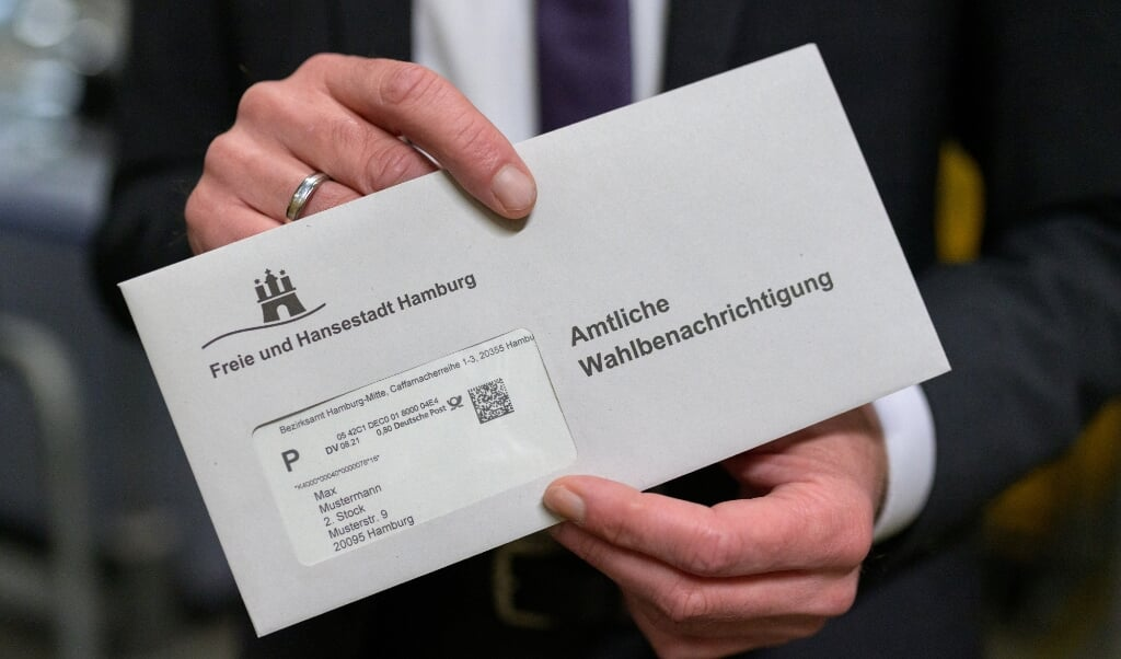 Flere hundrede valgkort lå i postbuddets hjem i Slesvig. Genrefoto:   (Jonas Walzberg/dpa)