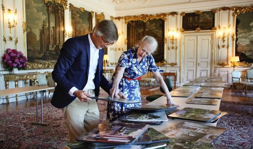 Bille August og dronningen arbejder sammen i en kommende Netflix-film, der får premiere i 2023.   (PR-foto: Jacob Jørgensen, JJ Film)