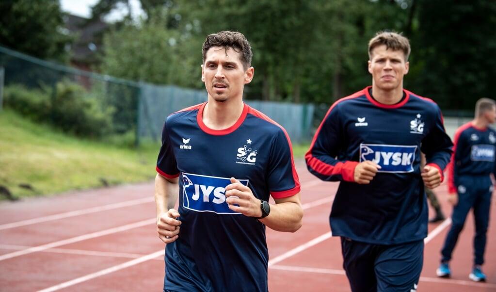 Auch wenn es keinen Spaß macht, der Lauftest muss sein. Marius Steinhauser und Aaron Mensing mussten auf die Zähne beißen.  ( Martin Ziemer)