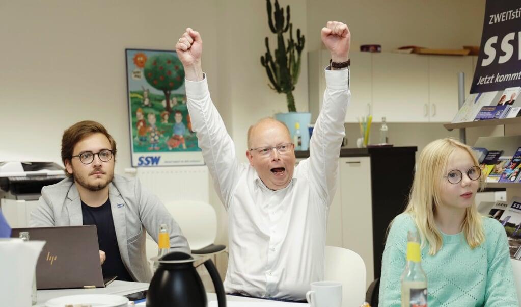 SSWs spidskandidat Stefan Seidler reagerer på de første valgprognoser.  (Lars Salomonsen)