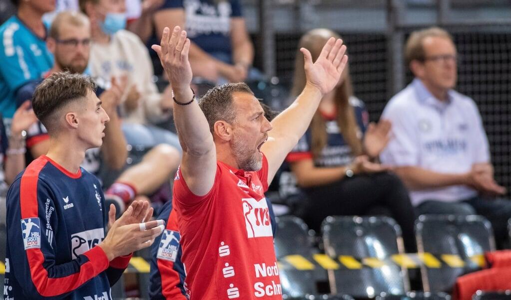 Hoch die Hände - Maik Machulla feierte mit seiner SG einen Auftaktsieg in die Saison 2021/22.  ( Kira Kutscher)