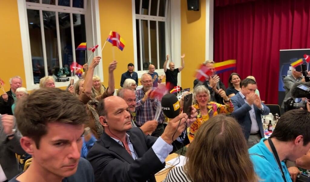 Der er fest på Flensborghus søndag aften.  (Screenshot fra video)