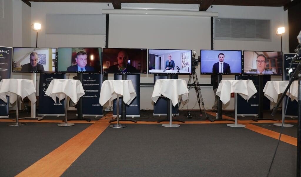 Det var på et meget omtalt virtuelt pressemøde 4. november sidste år, at Danmarks statsminister Mette Frederiksen (S) og en række ministre annoncerede, at alle mink i Danmark skulle aflives.  (Olafur Steinar Gestsson/Ritzau Scanpix)