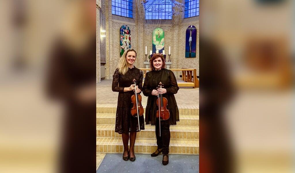 Violinisterne Lada Fedorova og Mihaela Oprea spiller Bachs Dobbeltkoncert.   (SSO)