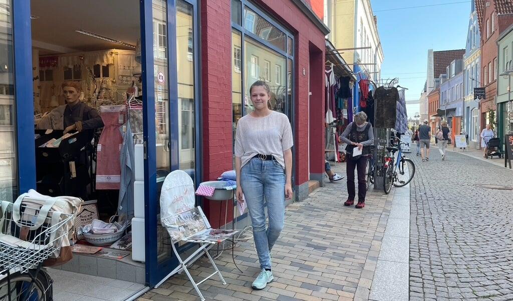 Butikken Shabby and Chic i Husum ejes af Lilli Maries moster. Hun hjælper jævnligt til, eller også kigger hun bare forbi for at sige hej, når hun er alligevel er i byen.   (Kirsten Elley)