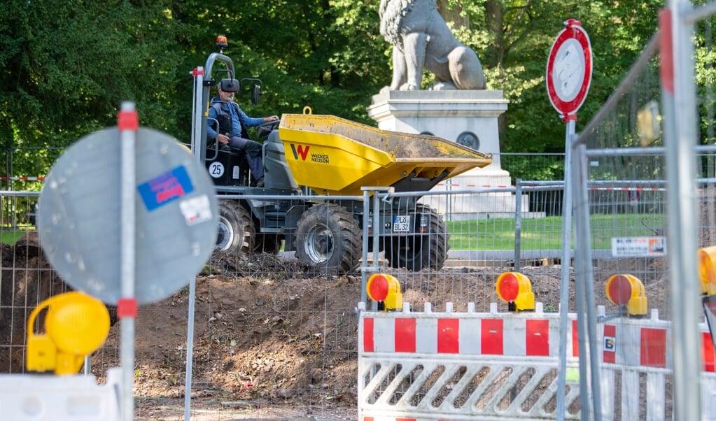 Byggeprojektet ved Christiansen Haverne er ved at tage form. Lige for tiden bliver der arbejdet på den Gamle Kirkegård, hvor Istedløven overvåger arbejdet.    (Kira Kutscher)