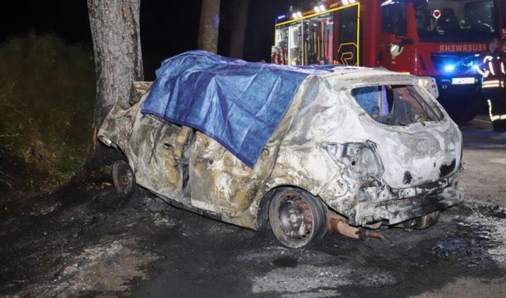 Brandfolkene kunne kun slukke ilden og sikre ulykkesstedet.   (Florian Sprenger)