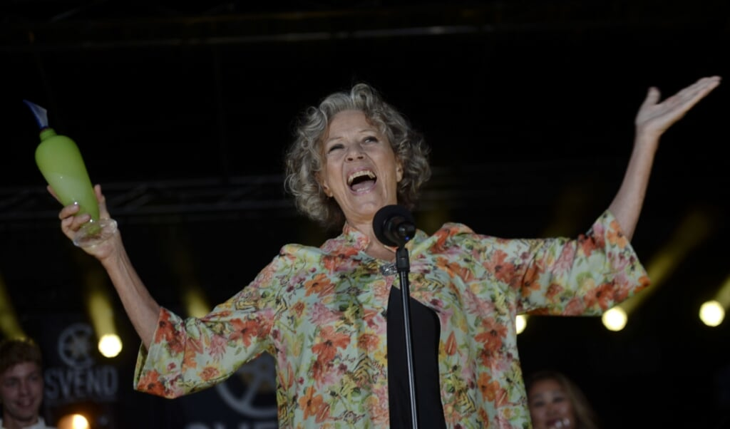 """Den 74-årige skuespillerinde Birthe Neumann har gennem otte sæsoner af TV2s seersucces """"Badehotellet"""" spillet fru Fjeldsø, og for den rolle har hun ifølge seerne, som har stemt til Svend Prisen, leveret den bedste skuespilpræstation i en tv-serie.  ( Tim K. Jensen, Ritzau Scanpix)"""