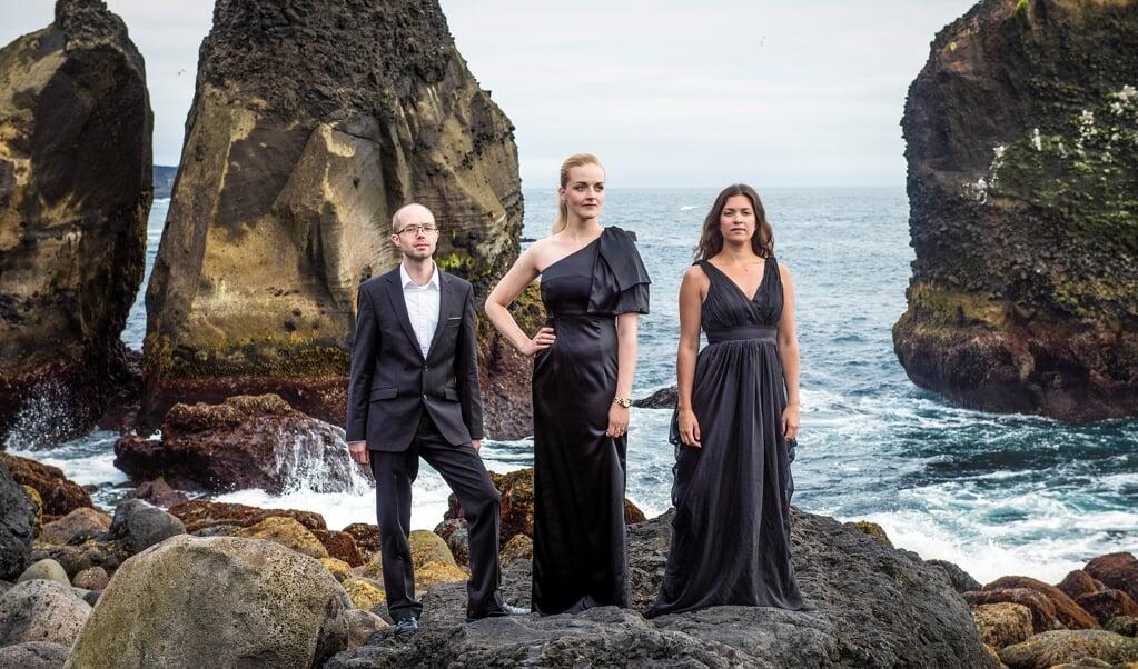 Trio Amerise er lig med Morten Lohmann Sønderskov Jensen fra Danmark på klarinet, islændingen Ragnhildur Jósefsdóttir, der spiller på fløjte, og svenskeren Lucia Amerise, der spiller fagot.   (Hekla Floka)
