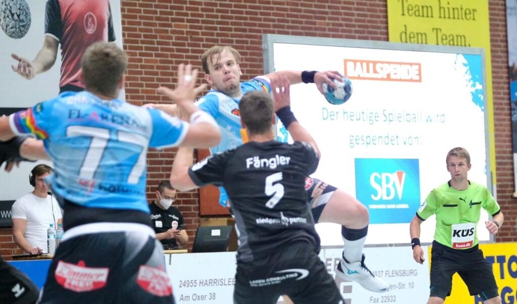 Philipp Schulte hatte gegen den TSV Altenholz kein Wurfglück.  ( Sebastian Iwersen)