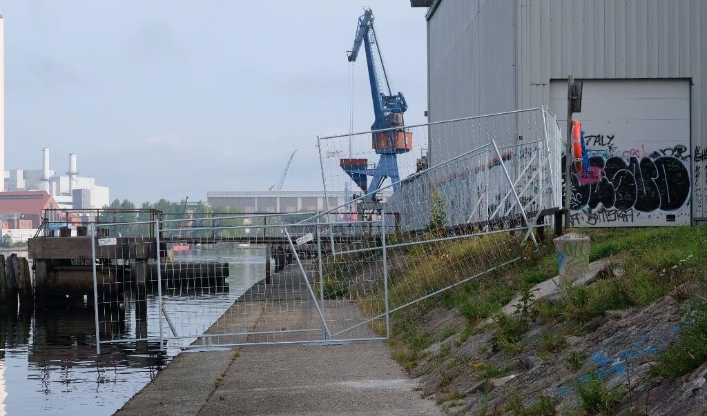 Et solidt hegn forhindrer nu, at folk passerer den farlige strækning.     (    Sebastian Iwersen.                                                                                                                                                                                                                                                           )