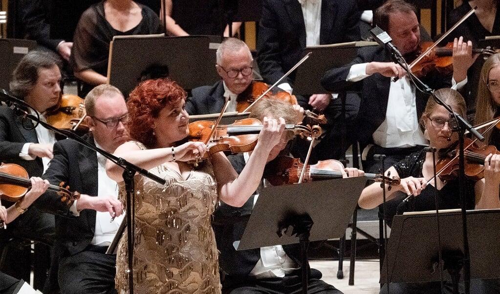 Niels W. Gades violinkoncert var i bedste hænder hos aftenens solist, Mihaela Oprea. Hun færdes hjemmevant i den danske romantiske tradition, hvilket hun tidligere har bevist ved CD-udgivelser.    (SSO)