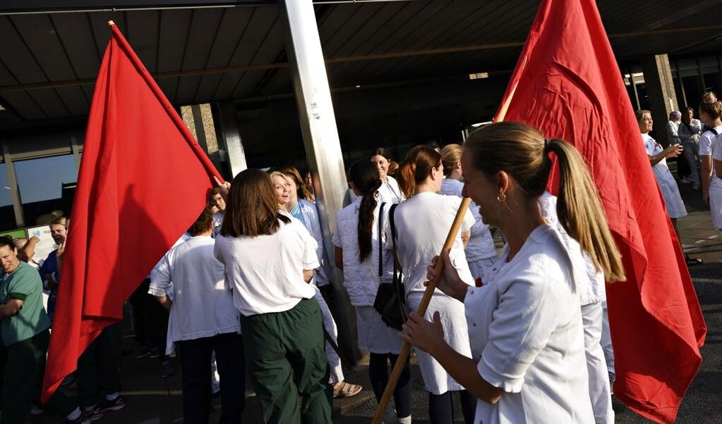 Flere sygeplejersker har trods Folketingets indgreb i kortere perioder nedlagt arbejdet de seneste par dage. Her ses en overenskomststridig arbejdsnedlæggelse på Rigshospitalet i København tirsdag. (Arkivfoto)  (Philip Davali/Ritzau Scanpix)