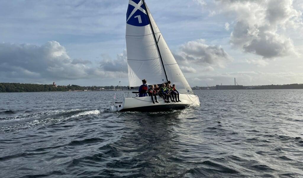 Jesper Baier, en af FYCs liga-sejlere, tog optisejlerne med på en tur på J70-båden.  (Privatfoto)