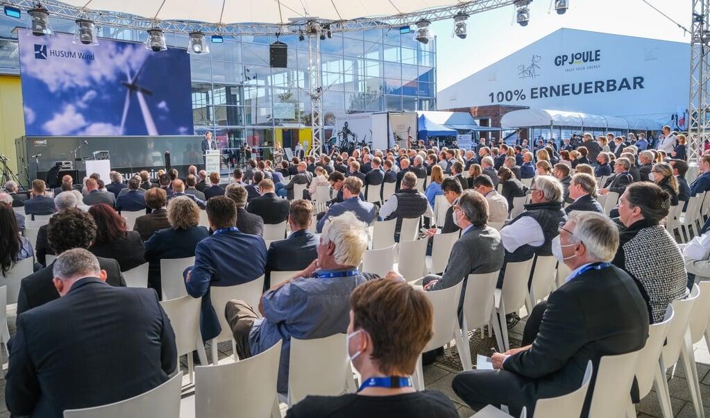 Am Dienstag wurde die HusumWind feierlich eröffnet. Rund 380 Aussteller der Windkraftbranche sehen die Messe als Impulsgeber für die Energiewende.   ( Sven Geißler)
