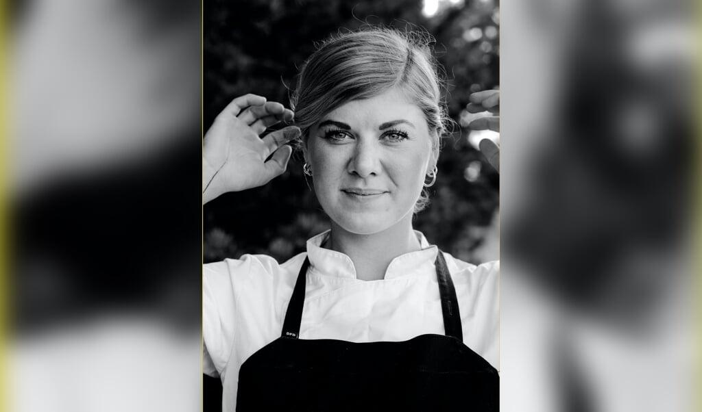 Emilie Qvist Kjærgaard bruger lokale råvarer i sæson på restaurant Medvind og deltager i år for første gang i den prestigefyldte konkurrence Årets Østerskok.  (Privatfoto)