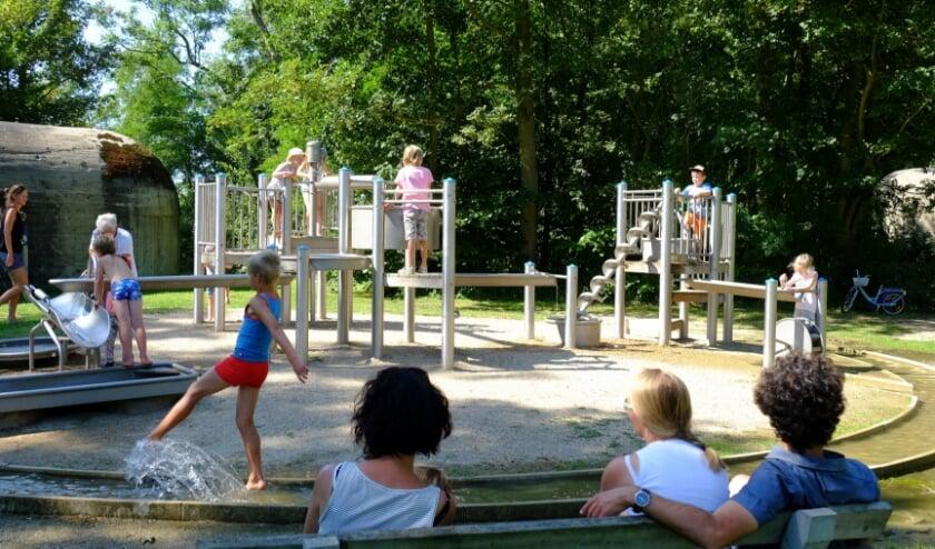 Speel- en bunkerpark Groede Podium is de ideale locatie voor kinderen om hun zomervakantie door te brengen.