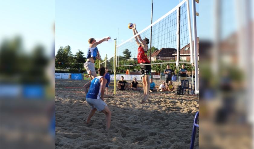 De strandvolleybaltoernooien op 19, 20 en 21 juni van SAVOK , waar jaarlijks honderden sportmensen uit Zeeland, Brabant en Oost-Vlaanderen aan deelnemen, gaat dit jaar niet door.