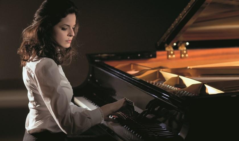 De Russische pianiste Zlata Chochieva soleert in het vierde pianoconcert van Sergei Rachmaninov.. Foto PR