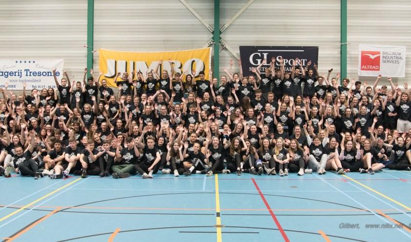 Deelnemers aan de volleybalmarathon op het Zwin College in Oostburg.
