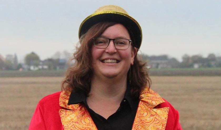 De 42-jarige Natascha Janssen is de nieuwe Prinses van carnavalsvereniging d'Ossekoppen uit Ossenisse. Ons Natas leidt de vrouwelijke Raad van Elf van de Snis.